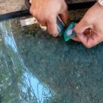 демонтаж на стикер от челно стъкло